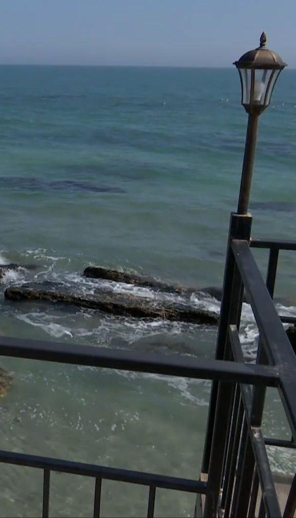 В Одессе на трети береговой линии побережья шторм смыл в море песок
