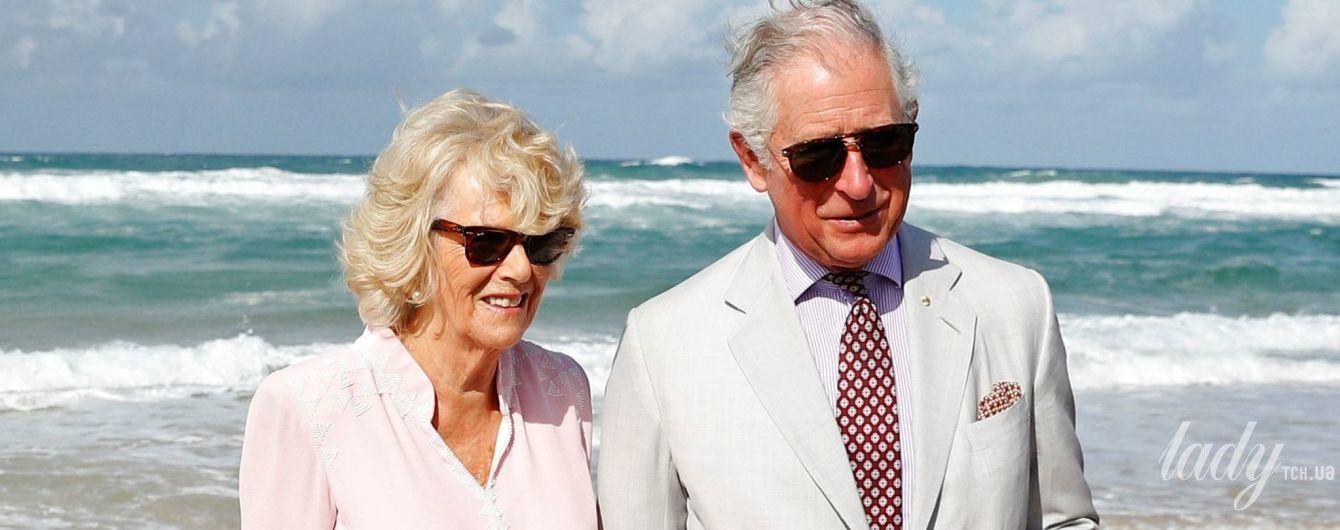 В нежном наряде и босиком: герцогиня Корнуольская прогулялась по пляжу
