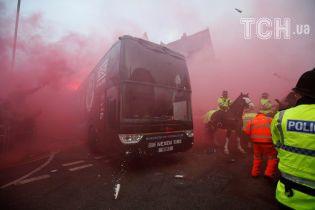 """Болельщики """"Ливерпуля"""" разбили автобус """"Манчестер Сити"""" перед игрой в Лиге чемпионов"""