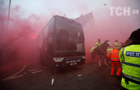 """Вболівальники """"Ліверпуля"""" розбили автобус """"Манчестер Сіті"""" перед грою у Лізі чемпіонів"""