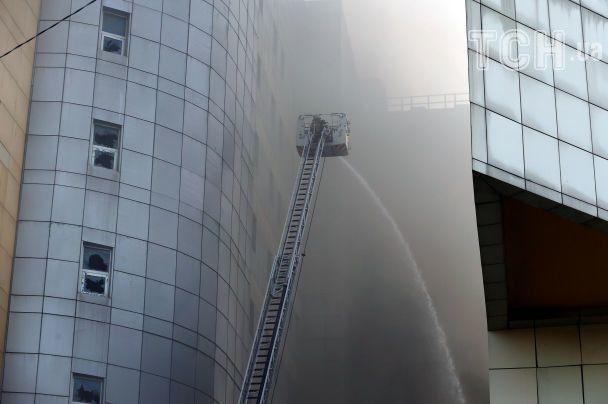 В Стамбуле горит многоэтажная больница