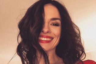 В лосинах у станка: Надя Мейхер показала свою фирменную растяжку