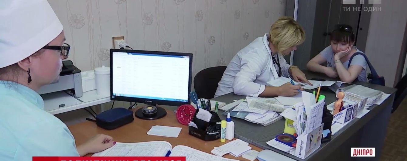 Сімейні лікарі надаватимуть консультації телефоном – Супрун