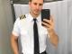 Обнаженный пресс, обольстительная форма пилота и фото со звездами. Что постит в Instagram гарячий авиатор из США