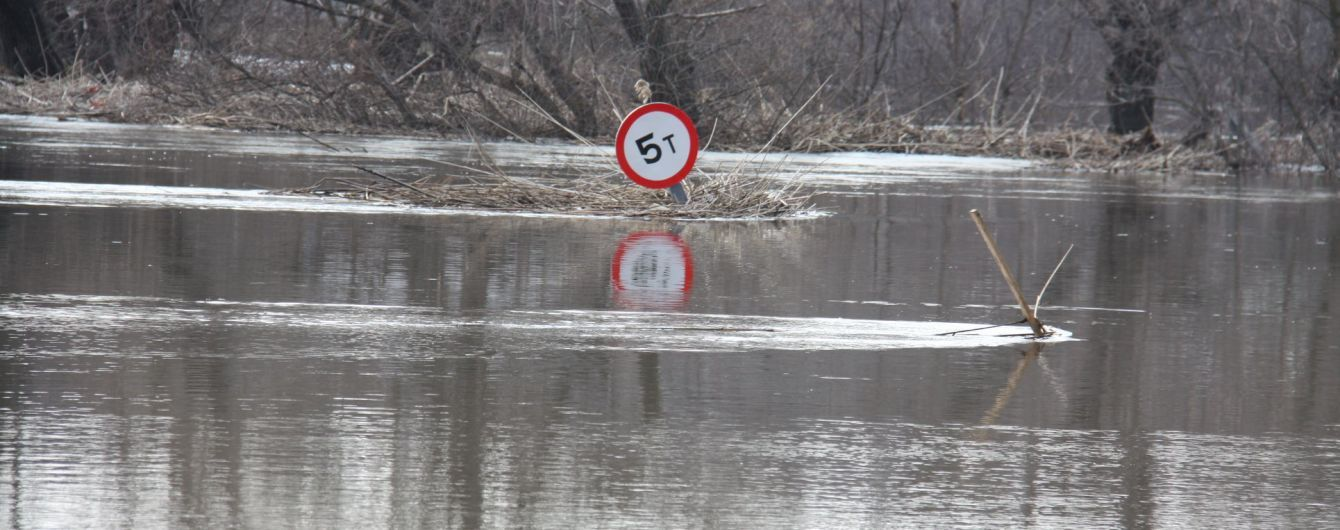Спасатели предупреждают о наводнениях и селевых потоках на Западной Украине