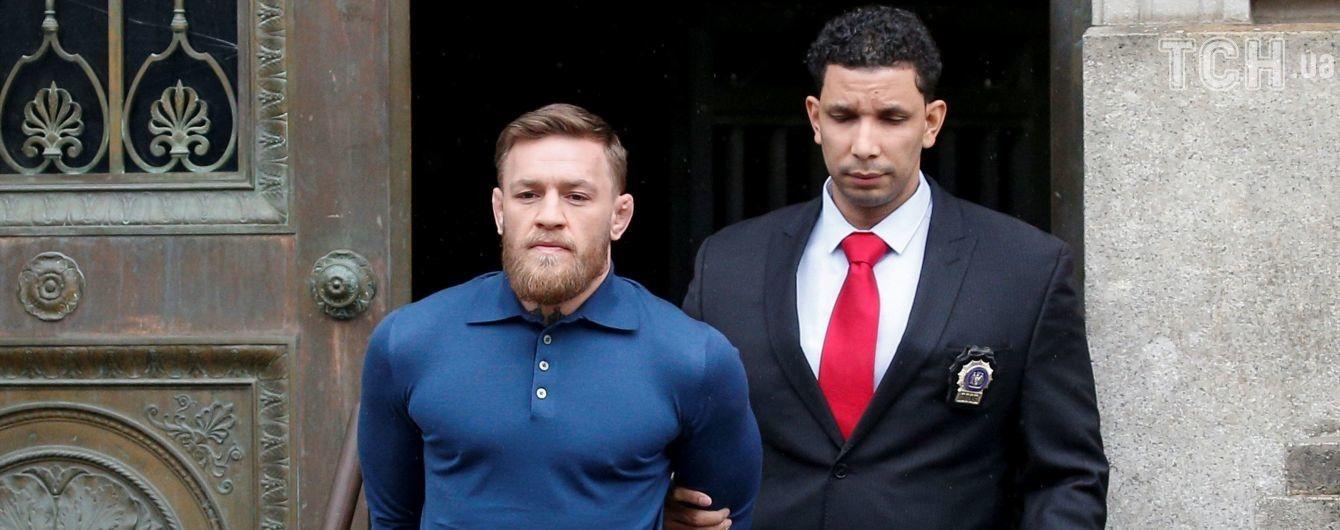Чемпиона-забияку Макгрегора в наручниках отправили на суд
