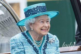 Дорогие, демократичные и яркие: любимые сумки монарших особ