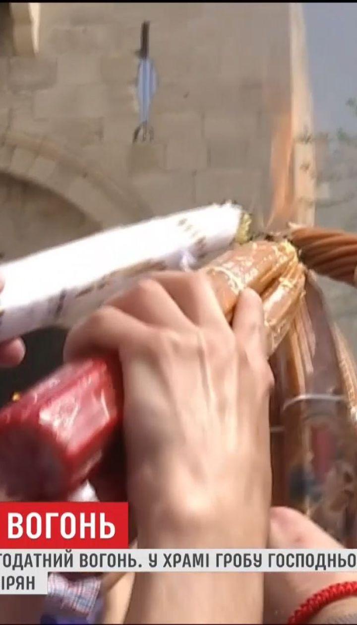 Тисячі вірян приїхали в Єрусалим, аби побачити Благодатний вогонь