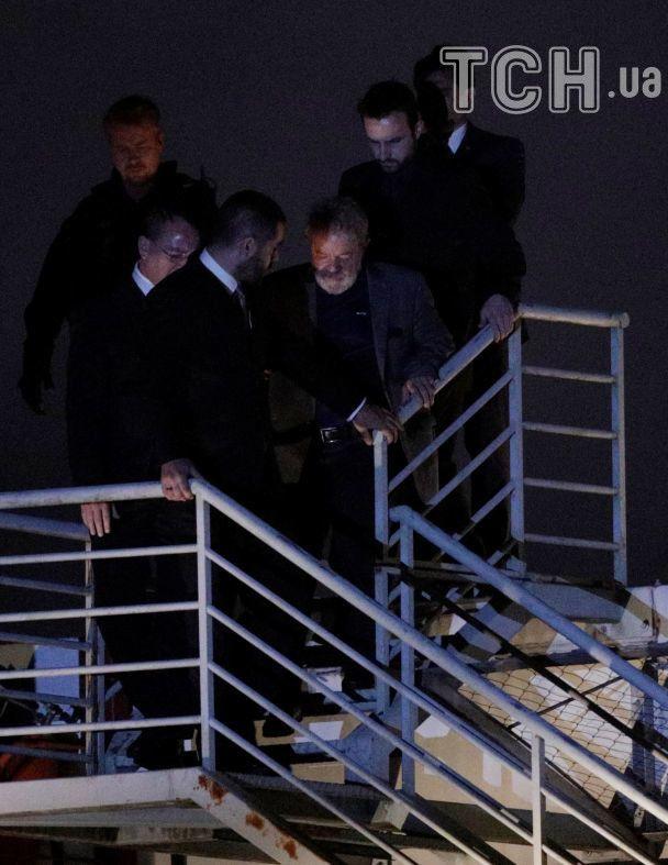 Екс-президент Бразилії залишив свою схованку та здався поліції