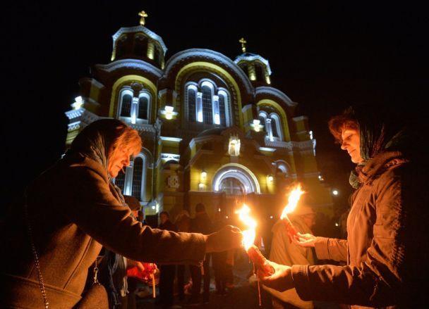 Великоднє диво. Як зустрічали благодатний вогонь у Володимирському соборі