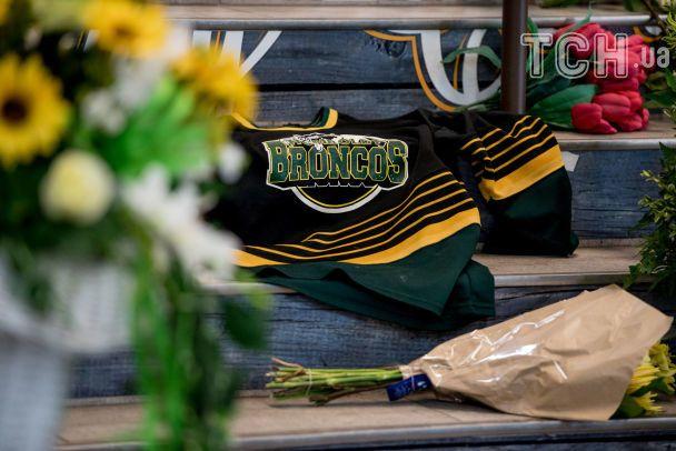 Зросла кількість загиблих у аварії автобуса хокейної команди в Канаді