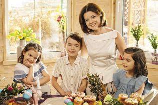 Осадчая с ушками и побритый Бабкин в вышиванке: звезды поздравляют с Пасхой