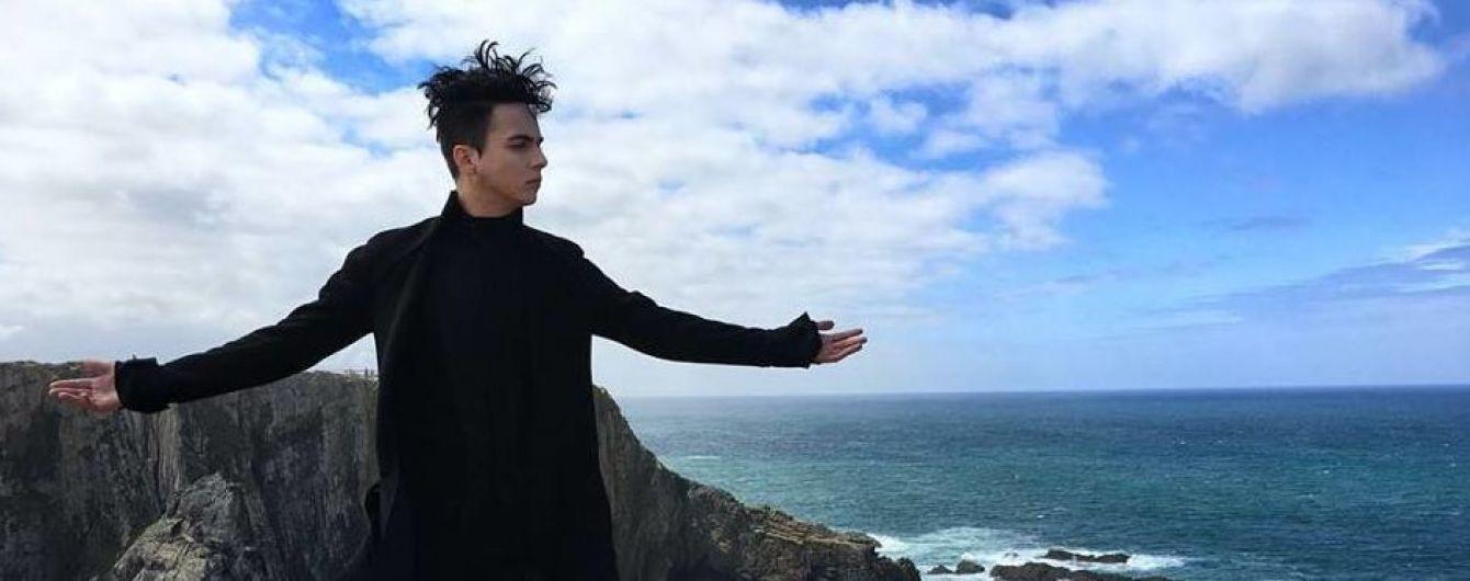 Весь в черном на фоне океана: MELOVIN в Португалии снимает визитку для Евровидения
