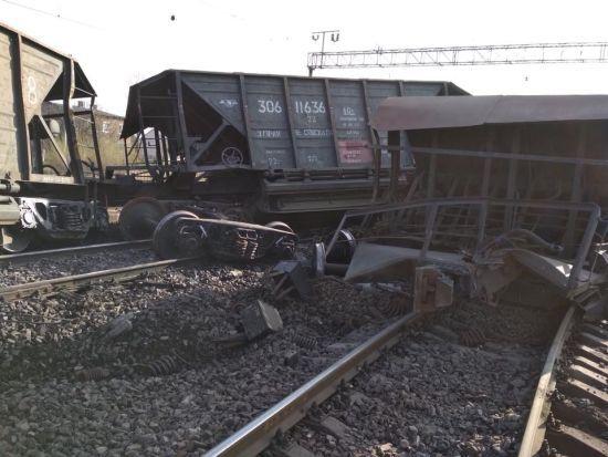 На Львівщині відновили рух колією, де перевернулися 10 вагонів вантажного потягу
