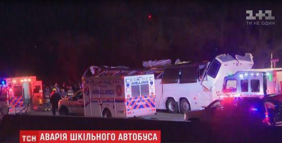 У США автобус із школярами врізався в занизький міст і йому знесло дах. Постраждалих - більше 40