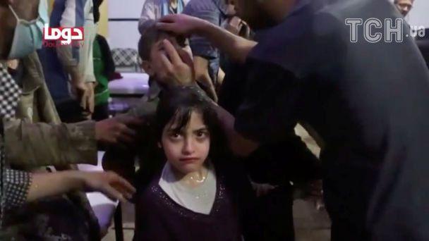 Розширені зіниці, а з рота йде піна. У Сирії людей масово отруїли хімічною зброєю
