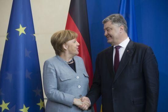 """""""Північний потік-2"""" неможливий без узгодження з Україною питання транзиту - Меркель"""