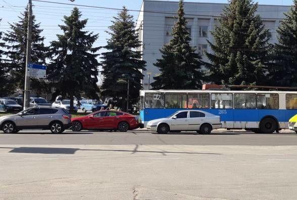 Tesla, тролейбус, електрокар, ДТП