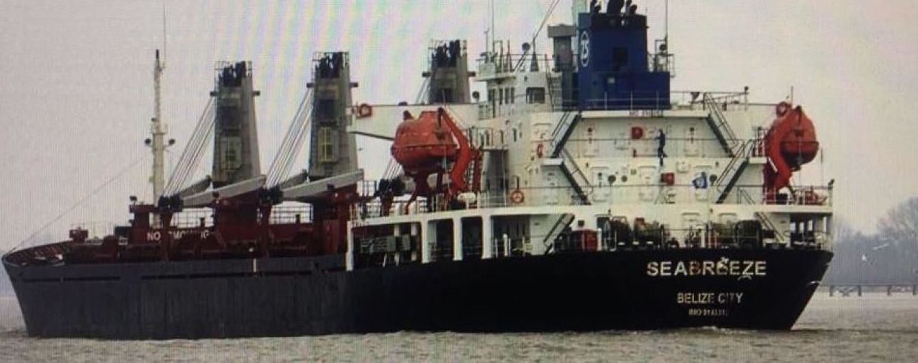 Украинский суд арестовал судно-земснаряд, добывающее песок для строительства моста возле Керчи