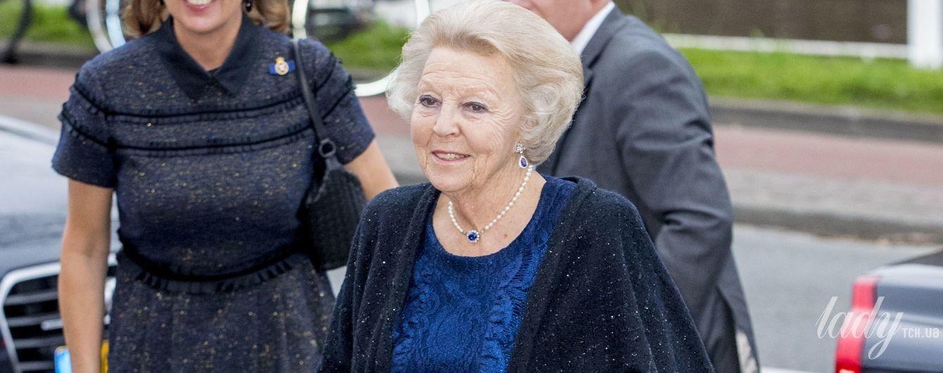 В кружевной блузке и лодочках на каблуках: 80-летняя принцесса Беатрикс сходила на концерт