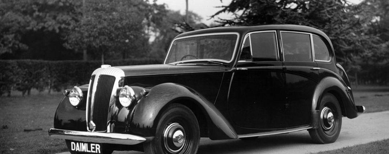 Англичанка раскопала в своем саду автомобиль Daimler полувековой давности