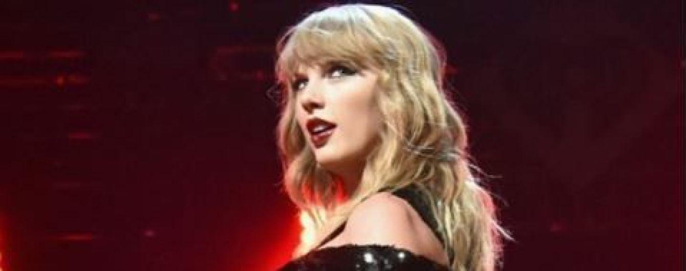 Фанат Тейлор Свіфт пограбував банк та підкинув гроші співачці заради її прихильності