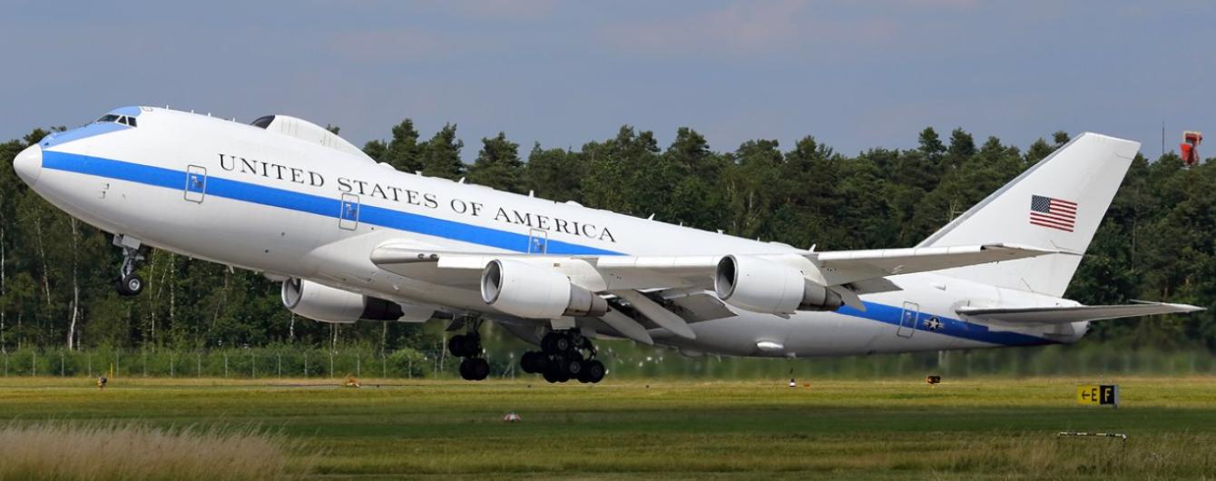 """США підняли в повітря літак """"Судного дня"""" після слів Трампа на адресу Росії"""
