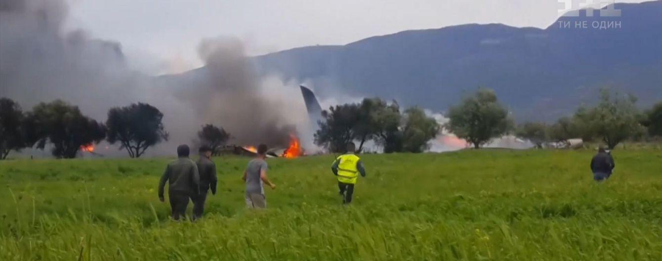 """""""Лунали вибухи, всюди були тіла"""". Очевидці розповіли про катастрофу літака в Алжирі"""