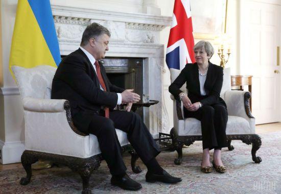 Порошенко обговорив із Мей посилення санкцій проти Росії