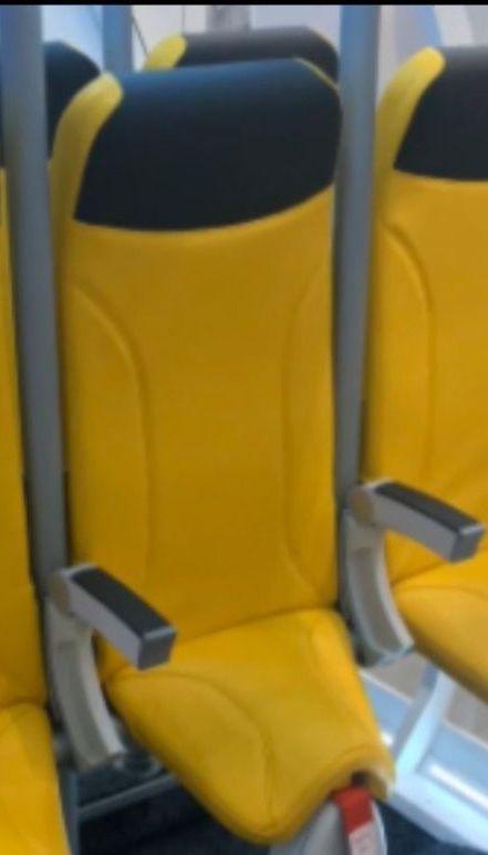 Перелет стоя: итальянская компания предложила новые кресла для самолетов-лоукостеров