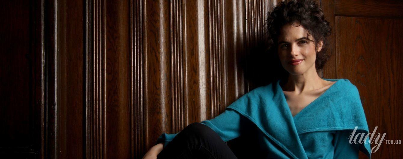 Красивая брюнетка с пухлыми губами: Брэд Питт был замечен у дома своей новой подружки