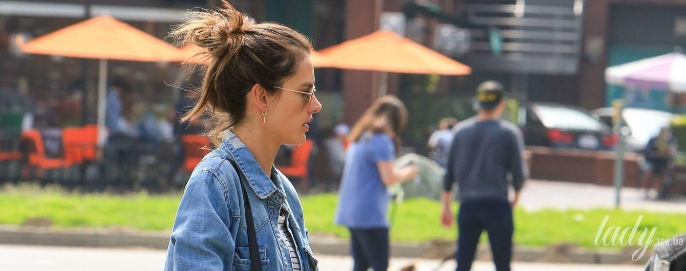 С сумкой Gucci за 1650 долларов: стильная Алессандра Амбросио сходила за покупкам