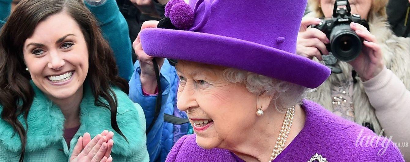 Неподражаема: 91-летняя королева Елизавета II появилась на публике в очередном эффектном наряде