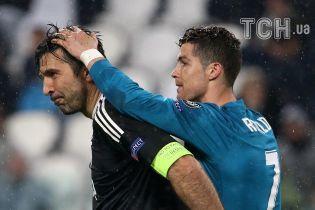 Роналду утешил Буффона после обидного поражения в Лиге чемпионов теплыми обнимашками