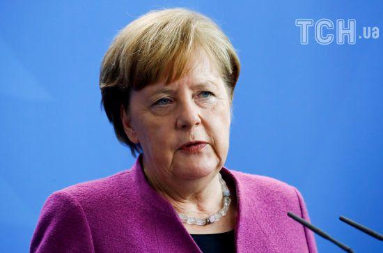 Меркель до кінця червня повинна вирішити питання з мігрантами, їй загрожує відставка