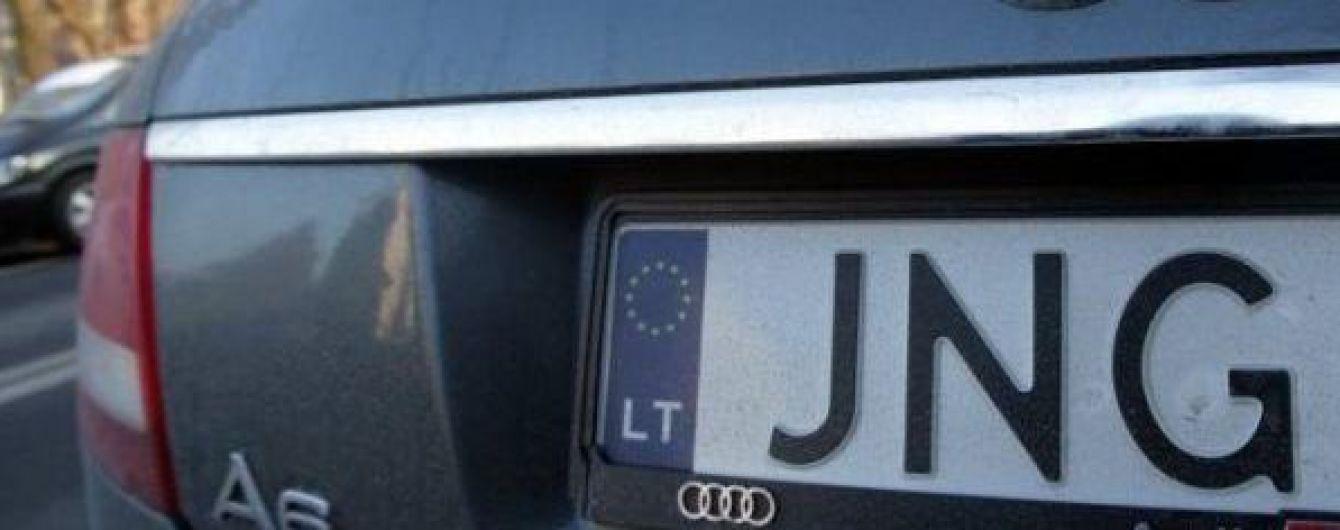 Блогершу оштрафовали на 1,75 млн грн за владение нелегальным авто на еврономерах
