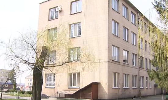 На Черкащині чиновник повісився у вікні власного кабінету