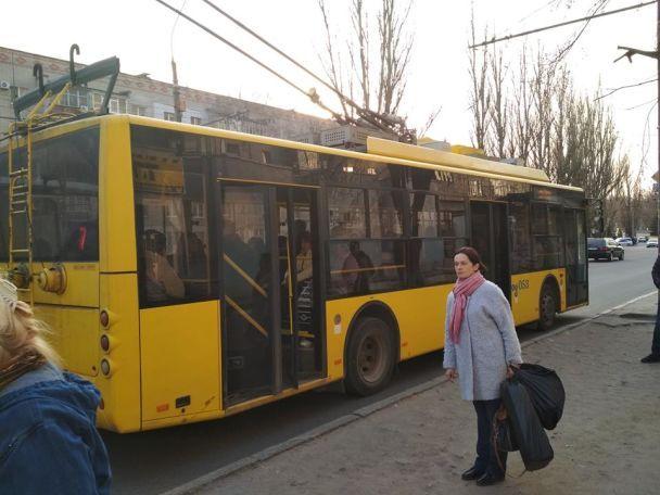 """""""А шо я зроблю!"""" В Сумах не хотели останавливать троллейбус, чтобы спасти потерявшего сознание человека"""