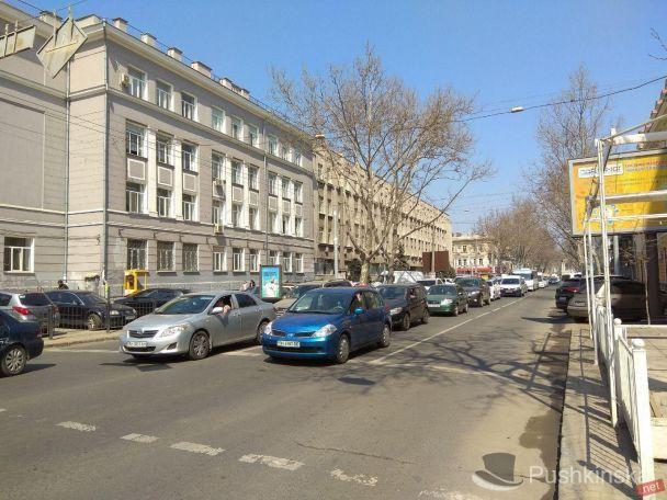 Вцентре Одессы в итоге трагедии перевернулась машина ГСЧС