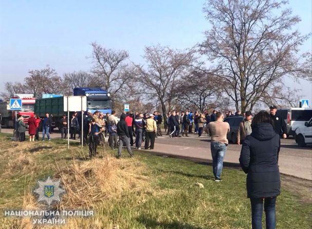 Возмущенные селяне на Ровенщине перекрыли Варшавскую трассу