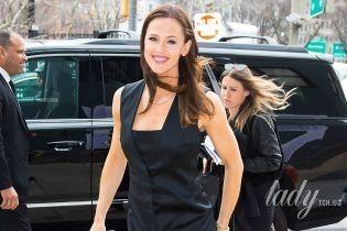 В коктейльном платье и на шпильках: Дженнифер Гарнер вышла на публику в неожиданно красивом наряде