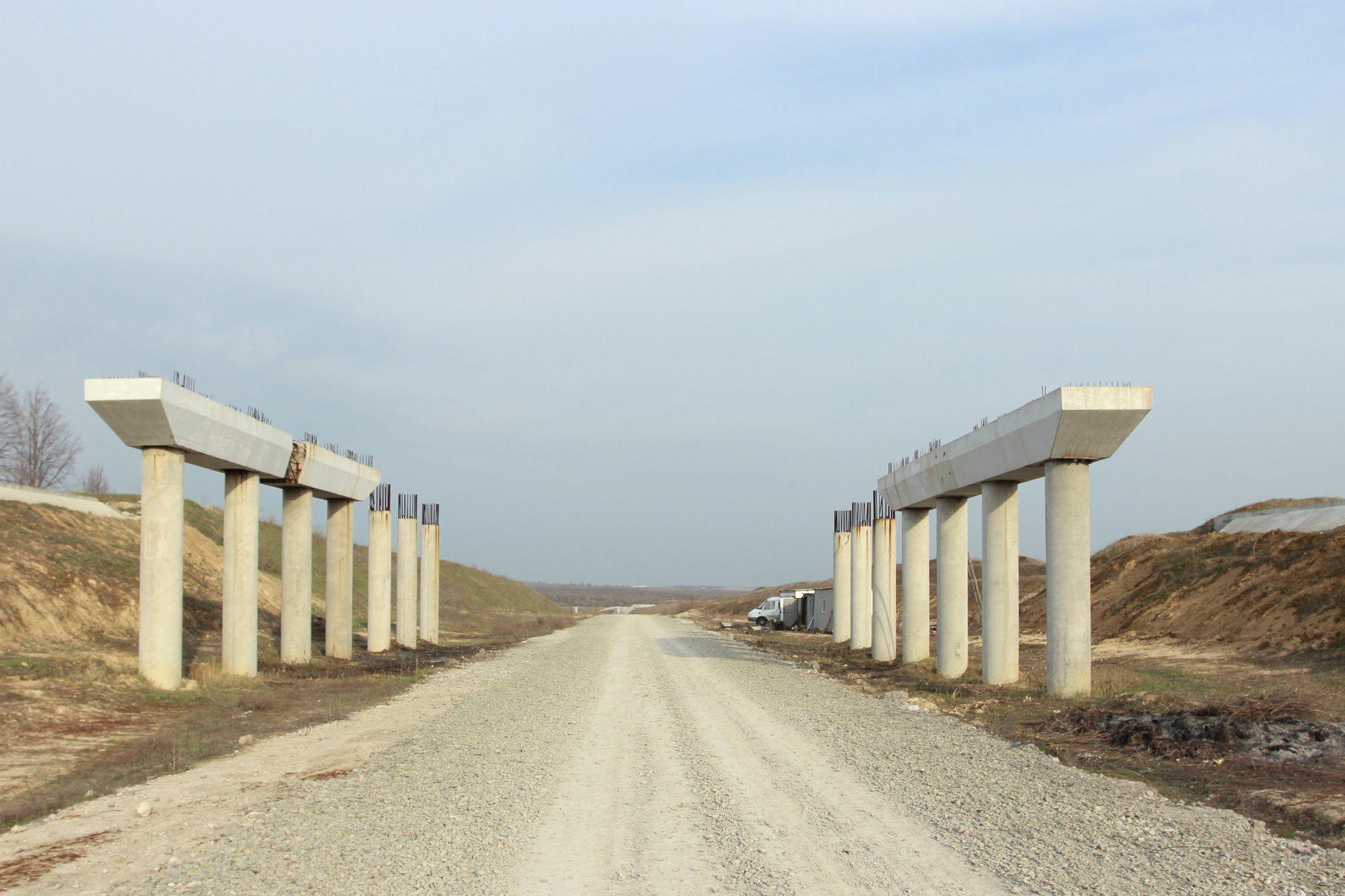 Будівництво моста, міст