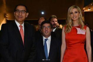 В алом платье за 3500 долларов: очаровательная Иванка Трамп на приеме у президента Перу