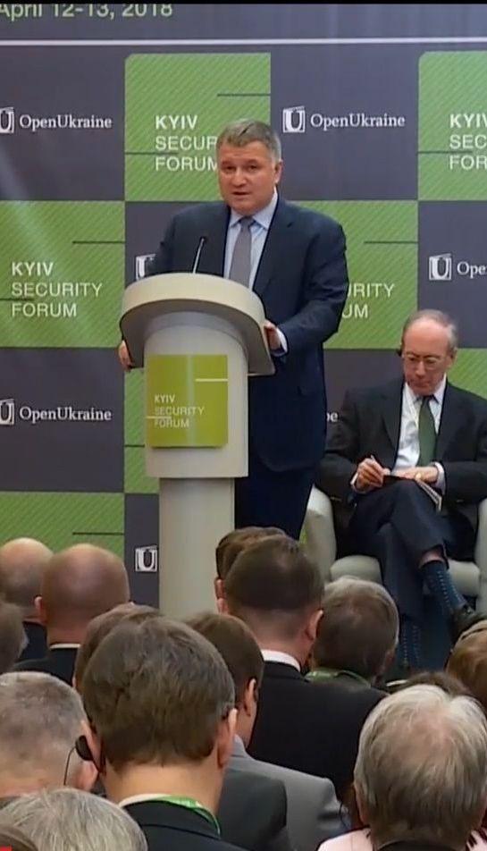 Міністр МВС на Безпековому форумі пригадав подробиці початку війни на Донбасі
