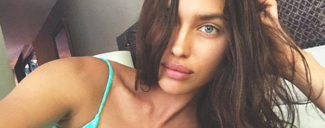 Красотка без макияжа: Ирина Шейк похвасталась пышной грудью в новом купальнике