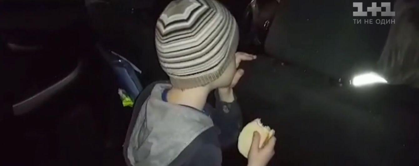 Шестирічний хлопчик жив у парку через страх повернутися додому. Рідні пиячили і не шукали дитину