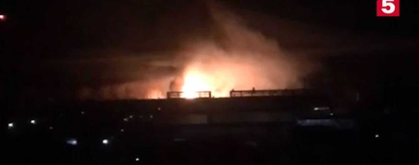 В Подмосковье масштабный пожар охватил завод