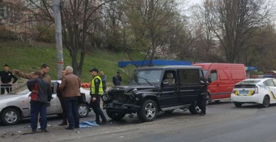 У Києві п'яний автомийник влаштував ДТП, намагаючись викрасти елітну автівку