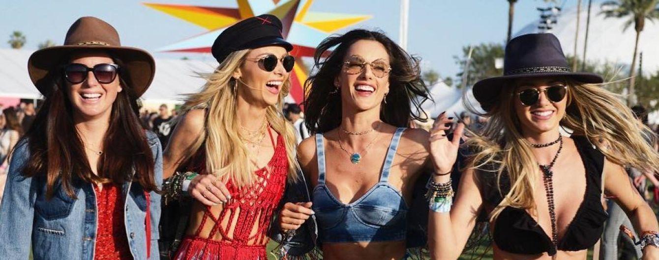 В бикини и ярких летних нарядах: Алессандра Амбросио показала, как отдыхает на Coachella