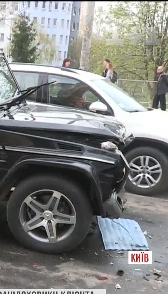 П'яний автомийник викрав та розбив автомобіль Віктора Медведчука